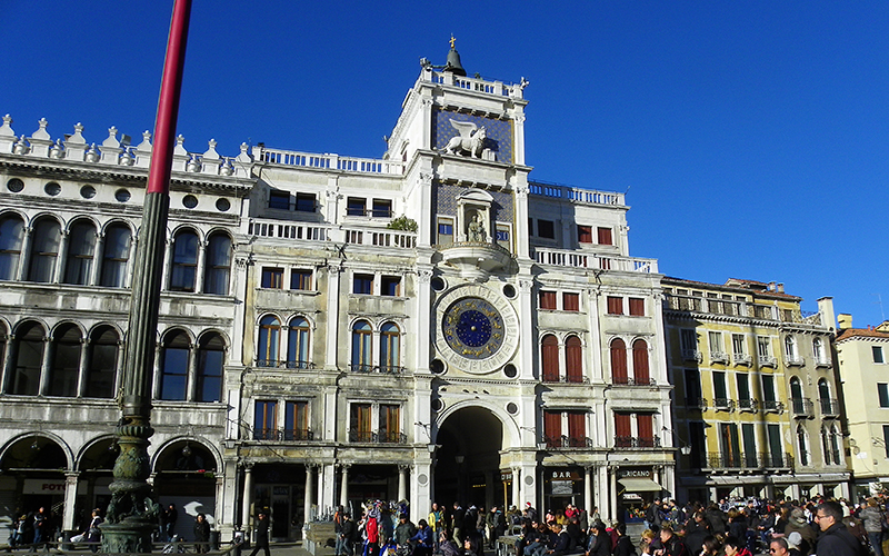 Velence-Torre-dell-orologio-in-Piazza-San-Marco.jpg